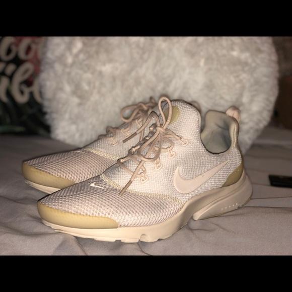 huge discount b3339 fa4e3 Women's Nike Presto size 9 color-tan